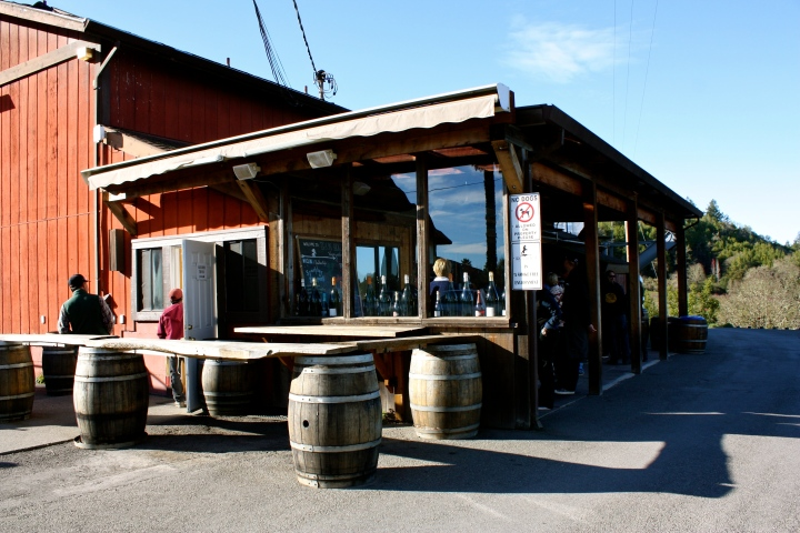 Iron Horse Vineyards outdoor tasting bar